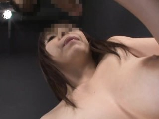 Sexy Asian MILF Anmi Hasegawa Gives Amazing Oral-service