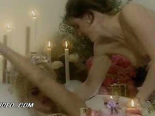 Hawt Chicks Ahmo Hight and Anna Nicole Smith Go Lesbian In The Bathtub