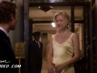 Kate Hudson Looking Astonishingly Beautiful With That Yellow Costume On