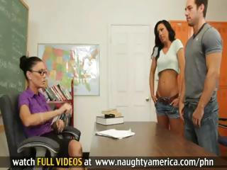 Jessica Jaymes and Tiffany Brookes Have Hawt Trio With Guy