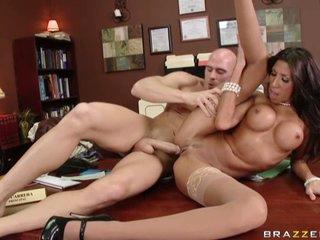 Sex star Kayla Carrera creams when she takes a good hard dicking