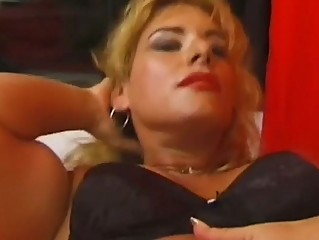 Muscle girl athena works out and plays with her big clit