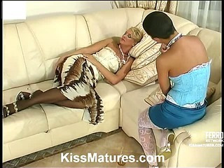 Bridget&Sheila pussylicking mature on video