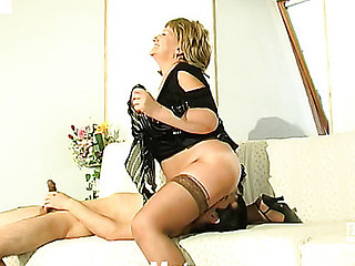 Louisa&Nathan kinky mommy in action
