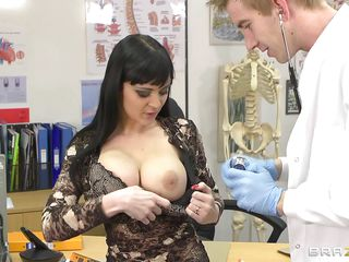 anastasia brill giving awsome head to doctor