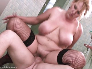 bbw gets her pussy pounded