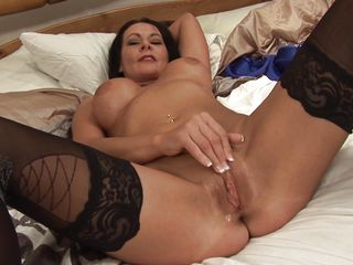 hot milf carly g in bed