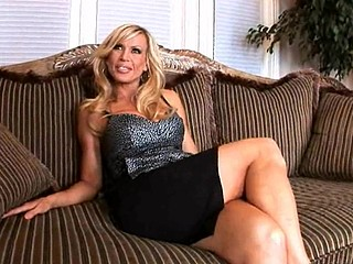 Brave blonde amber lynn is riding on his thick meat stick