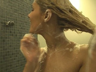 Incredible and cute Sasha Beauteous is shaving her love tunnel