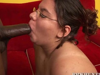 Bbw is screwing the powerfully massive beefy dick with her mouth