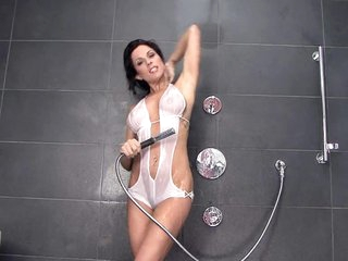 Horny MILF Kirsten Price Getting Off In The Shower